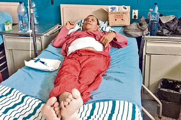 El 20 de mayo recién pasado, Prensa Libre ingresó en el área donde se encuentran los pacientes renales en el IGSS de la zona 9. Entre ellos estaba Salvador Camajá, quien mencionó que una infección causada por tratamientos de la Droguería Pisa le causaron peritonitis. Ayer, su estado de salud se complicó y murió a las 14.30 horas.