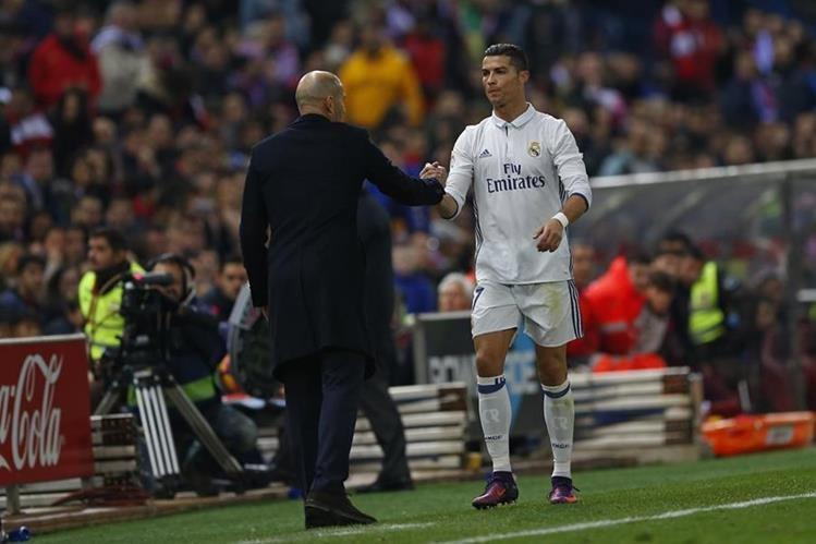 Zinedine Zidane se mostró satisfecho con el desempeño de su equipo en el derbi. (Foto Prensa Libre: AP)