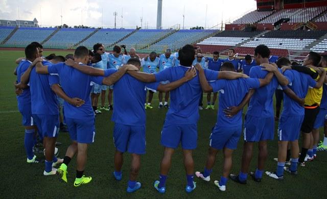 Los seleccionados esperan ganar hoy contra Trinidad y Tobago, para seguir en la lucha por clasificar a la Hexagonal. (Foto Prensa Libre: Edwin Fajardo)
