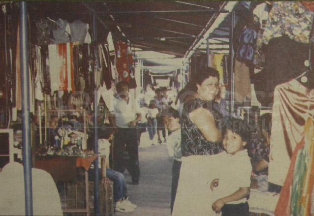 El mercado peatonal de la 18 calle en 1991. (Foto: Hemeroteca PL)