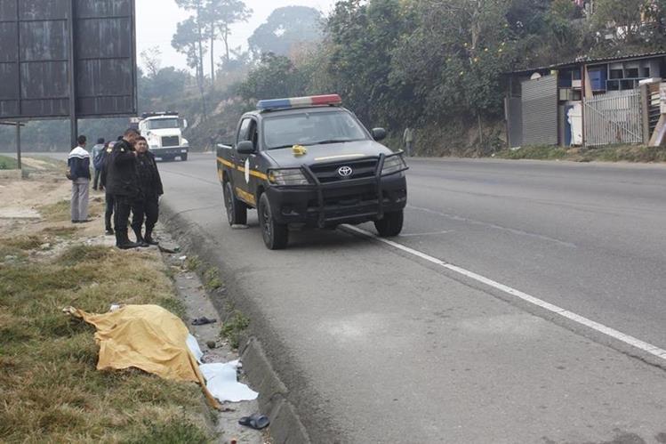 Lugar donde ocurrió la tragedia en el km 60 de la ruta Interamericana. (Foto Prensa Libre: Víctor Chamalé).