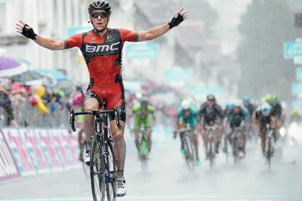 El ciclista belga Philippe Gilbert celebra su victoria en la duodécima etapa del Giro de Italia. (Foto Prensa Libre: EFE)