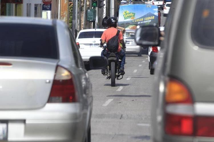 Algunos motoristas aún desconocen el reglamento según autoridades.(Prensa Libre: Hemeroteca PL)