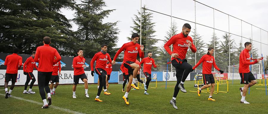 Los jugadores del Atlético de Madrid durante el último entrenamiento antes del juego contra el FC Barcelona. (Foto Prensa Libre: Atlético de Madrid)