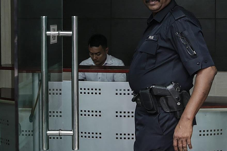 Unos 11 mil policías tienen problemas de sobrepeso de 122 mil que integran el cuerpo policial en Malasia. (Foto Prensa Libre: EFE).