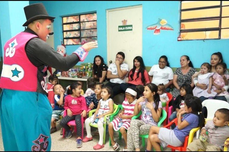 Niños de Jutiapa fueron beneficiados por la buena acción de Leslie Rivera. (Foto Prensa Libre: Juan Carlos Rivera)