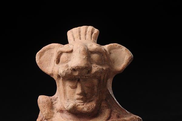 """<p>Silbato con forma de guerrero, Altiplano norte, Clásico Tardío (Foto Prensa Libre: cortesia Museo Popol Vuh)<br _mce_bogus=""""1""""></p>"""