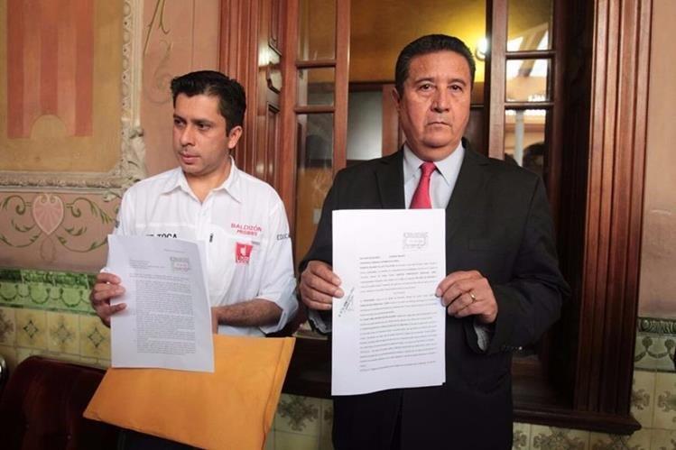 Partido Líder presenta recurso de revisión por multa de US$100 mil impuesta por el TSE por haber sobrepasado techo de campaña (Foto Prensa Libre: Paulo Raquec)