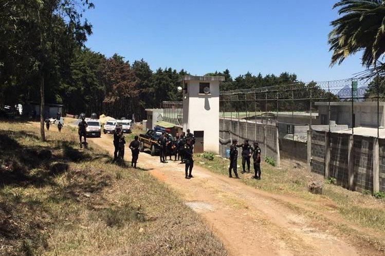Presidente de Guatemala anuncia rescate de funcionarios rehenes en centro penal juvenil