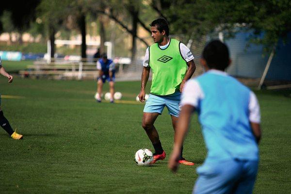 El delatero guatemalteco, Ángelo Padilla durante la práctica en Fort Lauderdale. (Foto Prensa Libre: Fedefutbol)