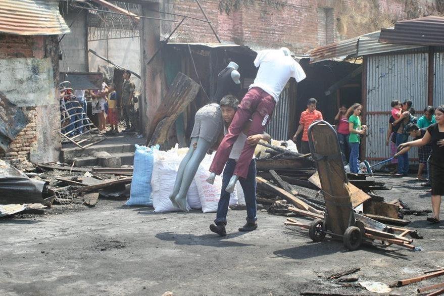 El 13 de abril de 2011 se produjo un siniestro en el Mercado Número 3 de Escuintla, que consumió más de 500 locales. (Foto Prensa Libre: Hemeroteca)