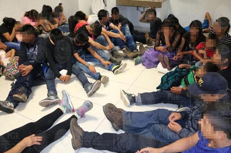 Miles de personas cruzan Centroamérica cada año con la esperanza de entrar en EE.UU. en huyen de la violencia en el Triángulo Norte. (Foto Prensa Libre: EFE)