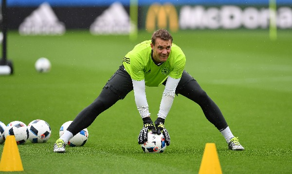 Manuel Neuer asegura que Alemania está concentrada para el choque contra Eslovaquia. (Foto Prensa Libre: EFE).
