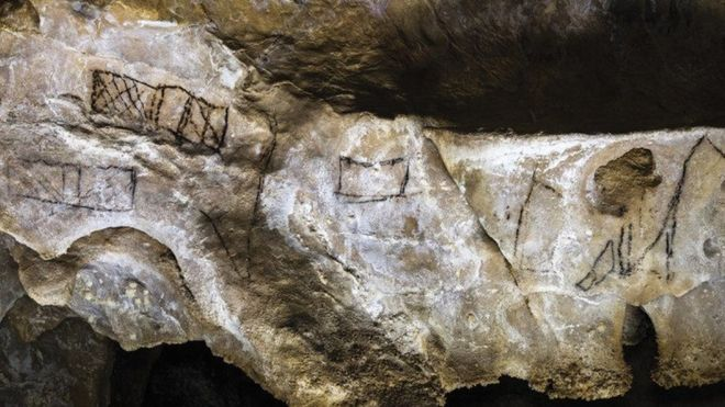 A simple vista, pueden parecer unos trazos desprolijos y sin importancia, como los que se ven aquí en Las Chimeneas, una cueva española que es Patrimonio de la Humanidad. D. VON PETZINGER