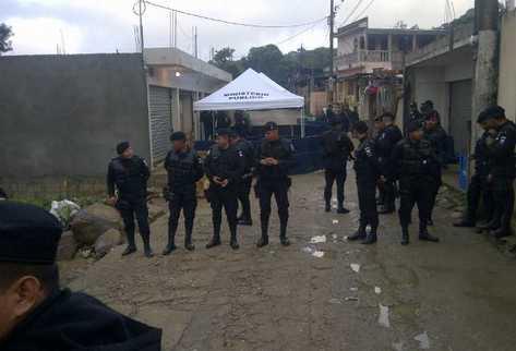 Ministerio Público levanta indicios de matanza. (Foto Prensa Libre: Erick Ávila)