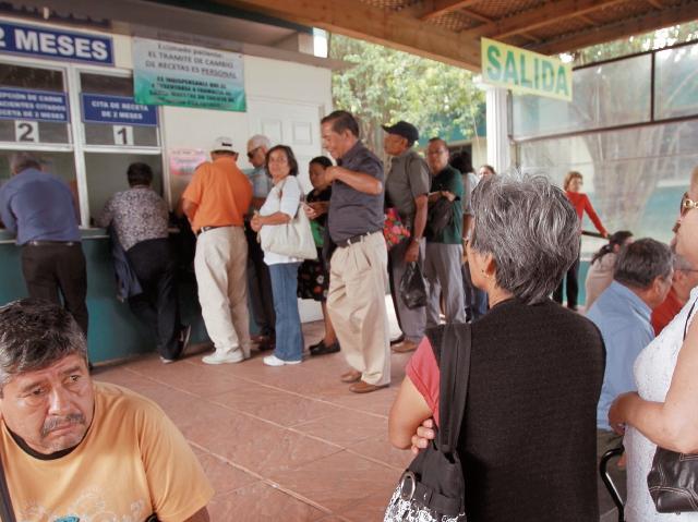 Los sistemas de pensión o de retiro están en el centro de un nuevo debate generado en el Congreso, como una alternativa al programa estatal. (Foto Prensa Libre: Hemeroteca PL)