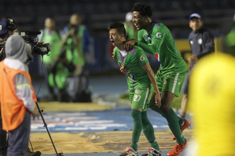 Alejandro Díaz anotó dos goles para Antigua GFC, en el juego de ida contra Comunicaciones. (Foto Prensa Libre: Norvin Mendoza).