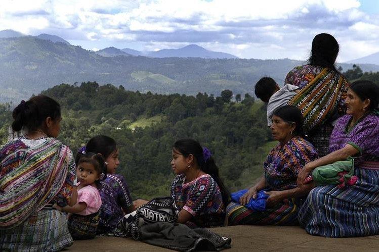 Las niñas y adolescentes indígenas tienen mayores dificultades para culminar sus estudios. (Foto Prensa Libre: Hemeroteca PL)