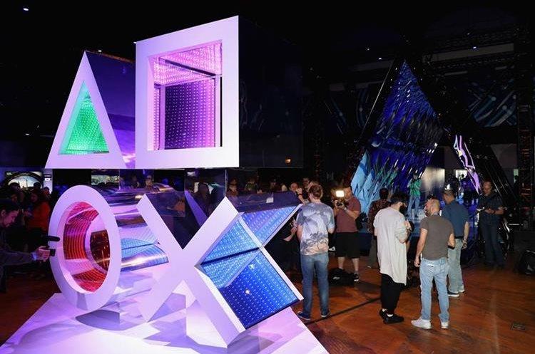 Sony apostó por presentar nuevo títulos y promocionar su sistema de realidad virtual, aún sin detalles de una actualización del sistema (Foto Prensa Libre: AFP).