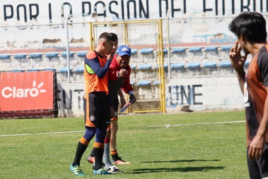 Gómez es exigente en los entrenamientos que Xelajú MC sostiene previo al inicio del torneo. (Foto Prensa Libre: Carlos Ventura)