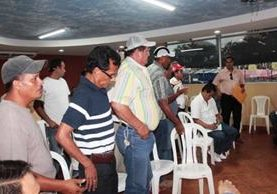 "<p>Pobladores de Tiquisate abandonan mesa de diálogo con Energuate. (Foto Prensa Libre: Melvin Sandoval)<br _mce_bogus=""1""></p>"