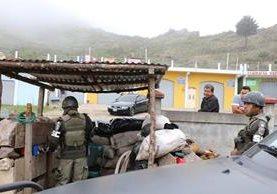 Aunque se considera un logro la presencia militar en Tuichán, Ixchiguán, la aldea parece un pueblo fantasma. (Foto Prensa Libre: Hemeroteca PL)