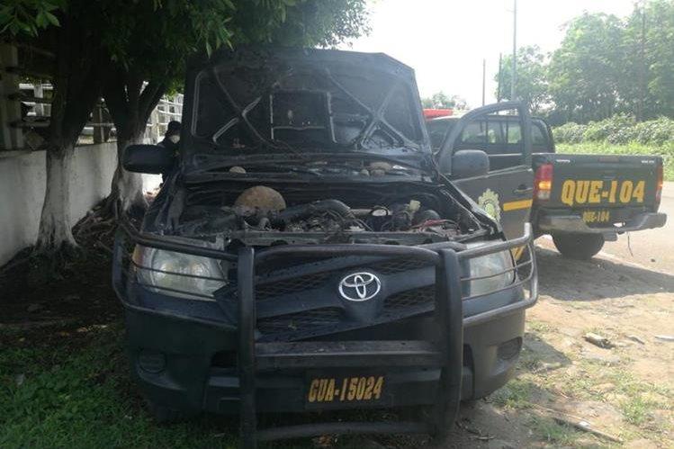 Los supuestos comerciantes destruyeron la unidad asignada a operativos de contrabando en el suroccidente. (Foto Prensa Libre: Cortesía PNC)