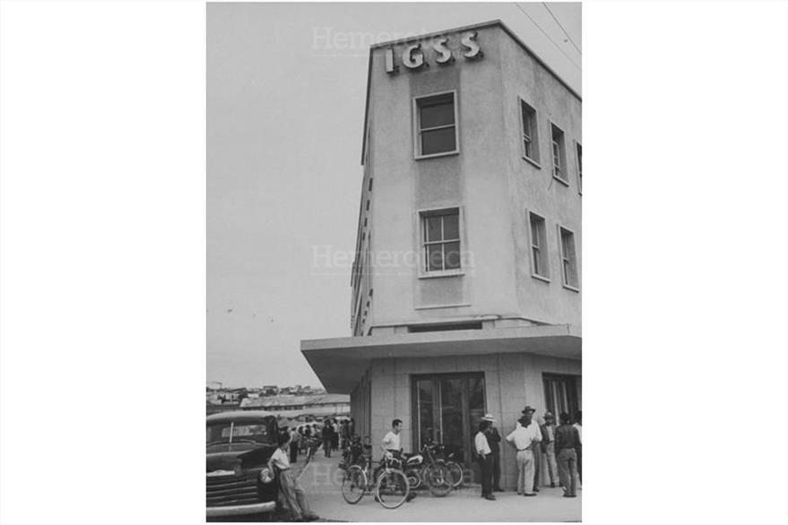 Edificio del Instituto Guatemalteco de Seguridad Social (IGSS), construido luego de la Revolución del 20 de Octubre de 1944 (Foto: Hemeroteca PL)
