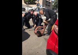 La Policía de San Diego no logró controlar a un agente K-9 durante una captura, lo que provocó críticas. (Foto Prensa Libre: YouTube / ViralHog)