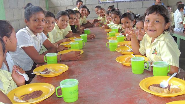 Medida beneficiará a millones de niños hondureños. (Foto Prensa Libre: Cortesía FAO)