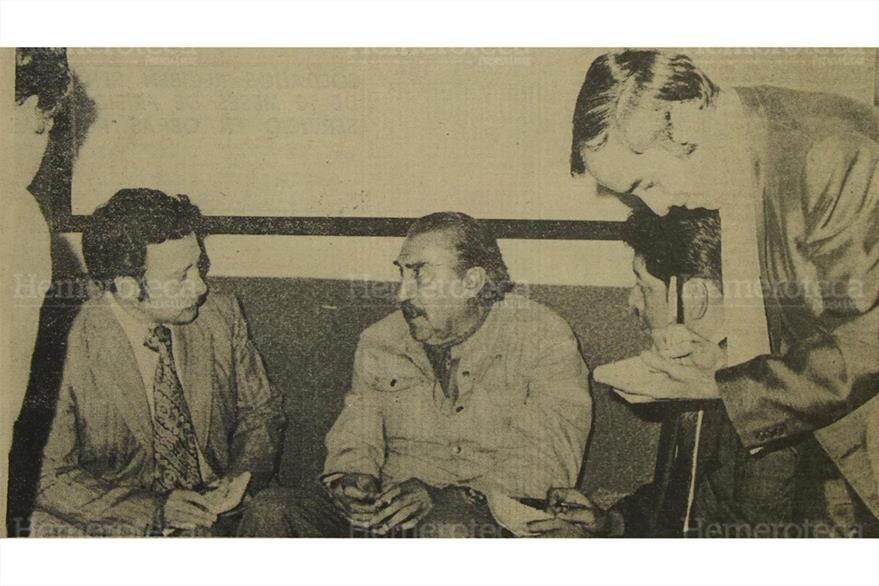 4/6/1976 Emilio Fernández es entrevistado por Raúl Villatoro, de Prensa Libre. (Foto: Hemeroteca PL)