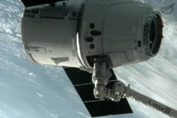 Vista de la cápsula de un cohete de la compañía SpaceX, similar a donde viajarían turistas a la Luna en 2018. (Foto Prensa Libre: Hemeroteca PL)