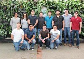 Algunos de los alumnos que han participado en el proyecto. El satélite llegará a la Estación Espacial Internacional. (Foto Prensa Libre: Cortesía).