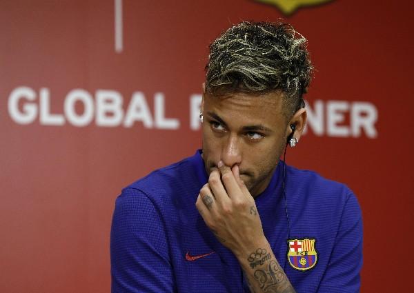 Neymar es de nuevo pretendido por el París SG según la prensa española. (Foto Prensa Libre: AFP).