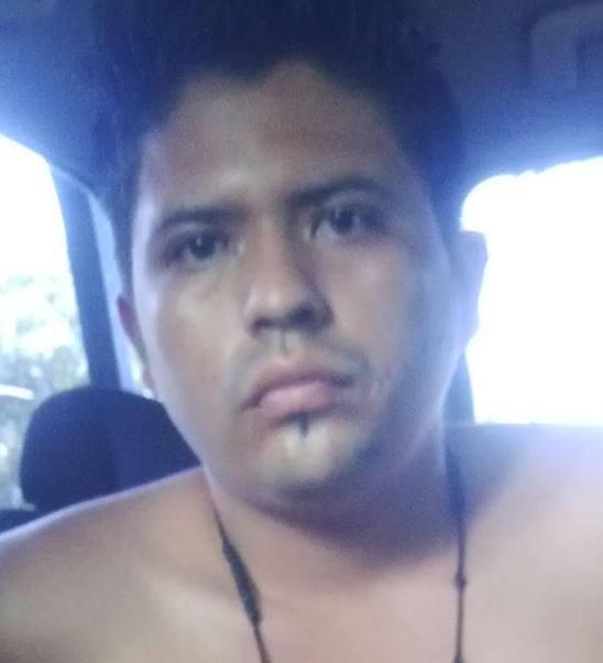 José Alexánder Bonilla o Alfredo Alexánder Bonilla, es trasladado a El Salvador por agentes de la PNC, luego de haber sido capturado en Sanarate, El Progreso. (Foto Prensa Libre: PNC)