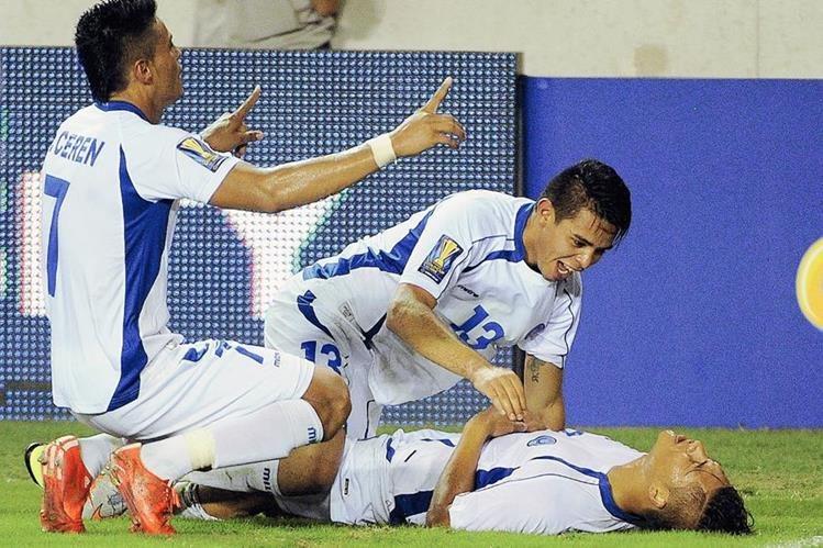 Los salvadoreños buscarán avanzar a la siguiente ronda de la Copa Oro. (Foto Prensa Libre: AP)