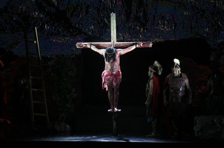 Escena de la obra teatral La Vía Dolorosa, que se presenta desde este viernes en la Mega Frater. (Foto Prensa Libre: Hemeroteca PL)
