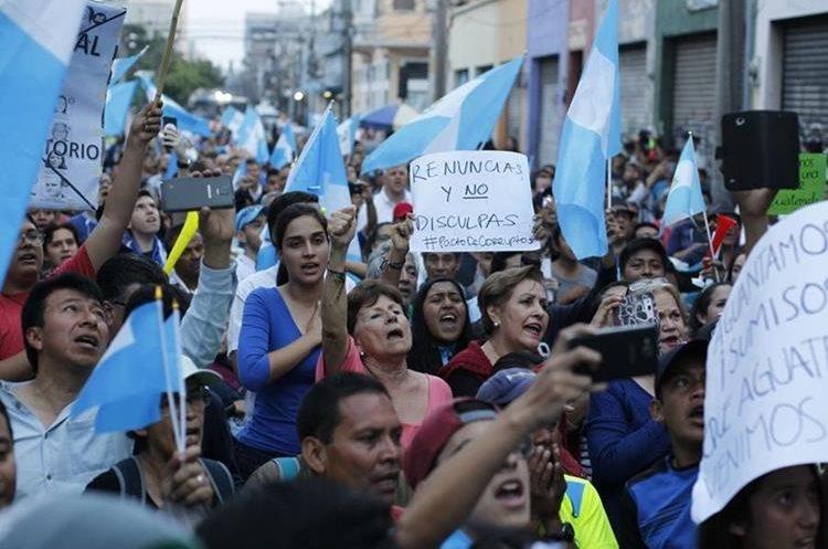 Ciudadanos exigen la renuncia de los diputados