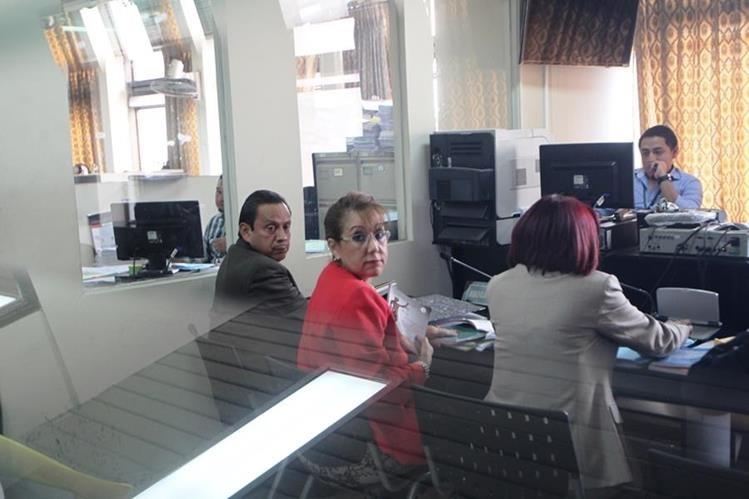 Blanca Stalling es regresada a la cárcel de la base militar Mariscal Zavala, después de discutir con el juez Adrián Rodríguez. (Foto Prensa Libre: Érick Ávila)