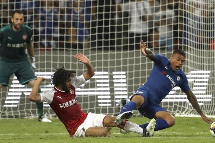 El jugador del Chelsea Kenedy tuvo un comportamiento racista durante su estadía en China, donde los bleus enfrentaron al Arsenal en un partido amistoso. (Foto Prensa Libre: AP).