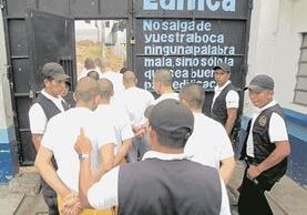 Según los internos el motín se efectuó en represalía contra las autoridades de Las Gaviotas por malos tratos. (Foto Prensa Libre: Hemeroteca PL)