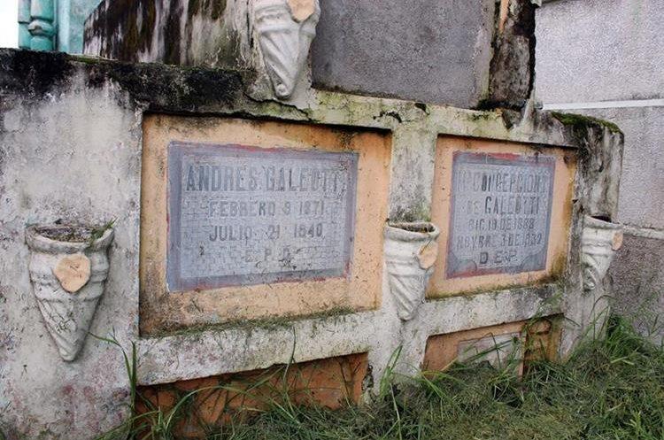 Nichos de los padres de Rodolfo Galiotti Torres, en el cementerio de Xelajú. (Foto Prensa Libre: Carlos Ventura)