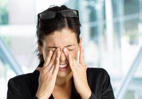 La picazón de ojos es un síntoma de conjuntivitis, pero debe evitarse tocarlos. (Foto Prensa Libre: Hemeroteca PL).