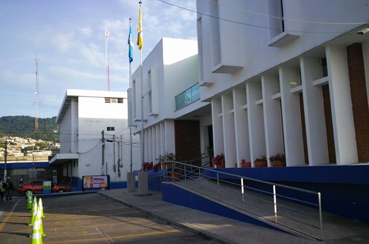 La comuna de Mixco reforzó la seguridad en los edificios municipales. (Foto Prensa Libre: Estuardo Paredes)