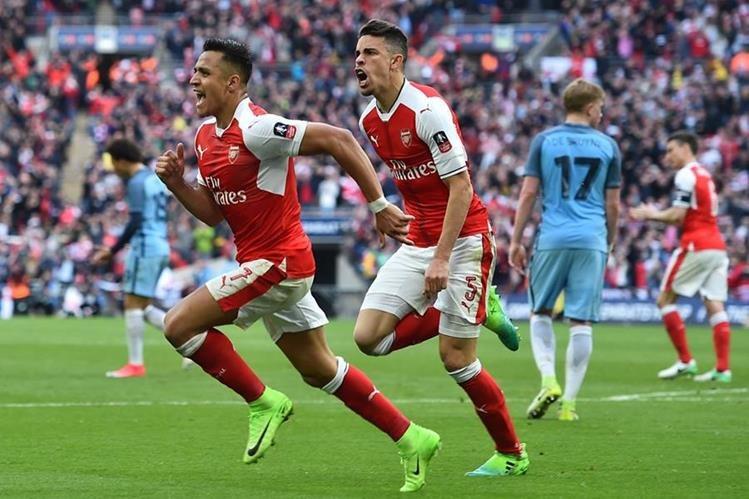 Alexis Sánchez celebra el gol de la victoria del Arsenal contra el Manchester City. (Foto Prensa Libre: AFP).