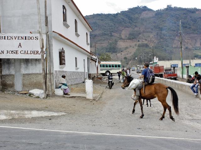 San José Calderas, San Andrés Itzapa, Chimaltenango,  se caracteriza por ser un poblado donde la mayoría de sus  habitantes tienen parientes que han viajado de manera ilegal a   Estados Unidos. (Foto Prensa Libre: Víctor Chamalé)