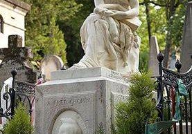 El cuerpo del compositor Frederic Chopin está enterrado en el cementerio parisino de Père Lachaise, pero su corazón está en su Polonia natal. THINKSTOCK