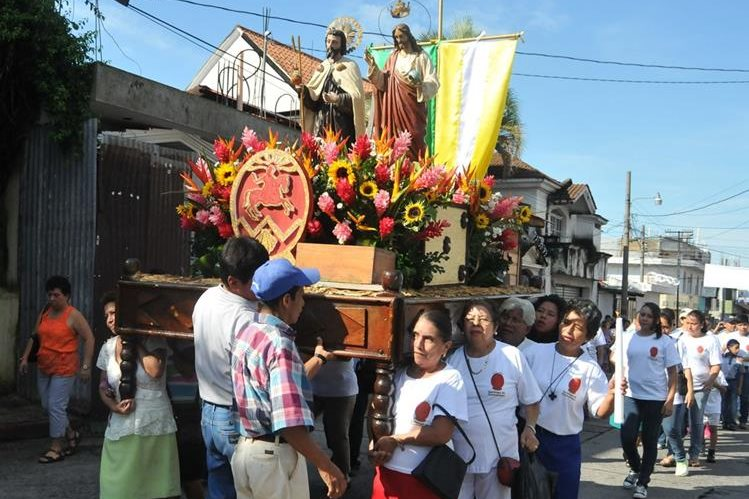 Procesión de Cristo Rey recorre calles de Coatepeque, Quetzaltenango, durante festejos de aniversario. (Foto Prensa Libre: Alexánder Coyoy)