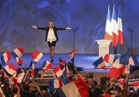 La ultraderechista y antimigración Marine Le Pen es favorita para pasar a la segunda vuelta en la elecciones francesas. (Foto Prensa Libre: AFP)
