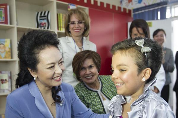 <p>Peng Liyuan ha logrado poner de moda en China un bolso o un vestido solo con lucirlo en una gala o viaje oficial. <br></p>